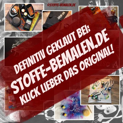 Dunkelblaue Boxershorts gestaltet mit selbstgemachten Schablonen aus Mylarfolie, weißer Stoffmalfarbe und Stupfpinsel - Stoffe bemalen